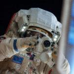 Российским космонавтам хотят поднять зарплаты
