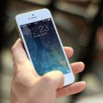 Врачи заявили об опасности использования смартфонов во время пандемии коронавируса