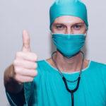 Названы среднемесячные зарплаты петербургских медиков