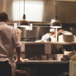 Петербургские рестораторы намерены оказать сопротивление запретам Смольного